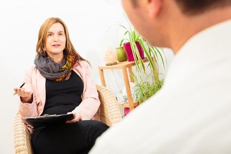 psique: Man Seeing A Psychotherapist