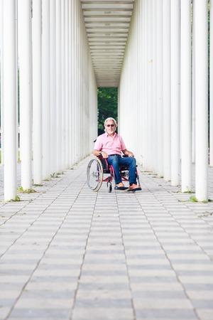 Senior Man En fauteuil roulant Banque d'images - 70985097