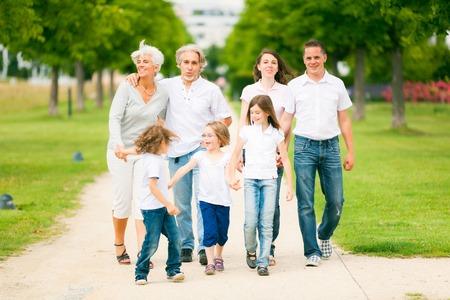 picknick: Big Family Walking Through The Park