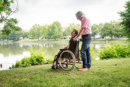 Senior Paar In Rolstoel Stockfoto