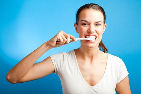 Woman Brushing Her Teeth Stockfoto
