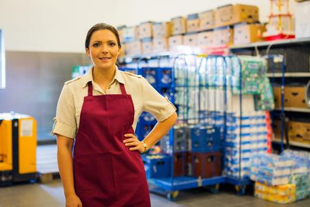 Dipendente nel magazzino del supermercato Archivio Fotografico - 91259279
