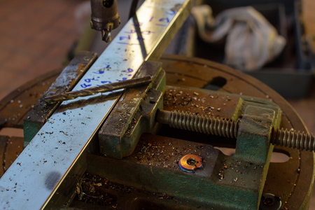 tool chuck: Drill machine selective focus broken screw
