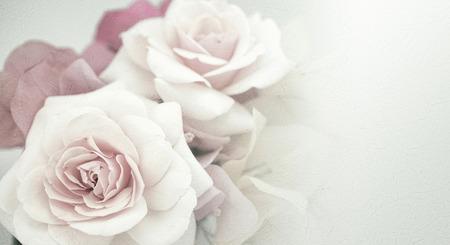 뽕나무 종이 질감에 빈티지 색상 스타일의 달콤한 꽃