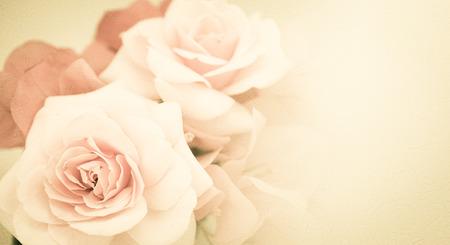Zoete bloemen in vintage kleur stijl op moerbei papier textuur
