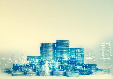 市の行財政と金融の概念のためのコインの二重露光 写真素材