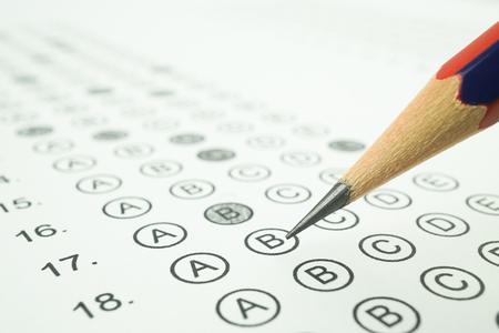 Antwort Blatt und Bleistift für die Bildung Konzept