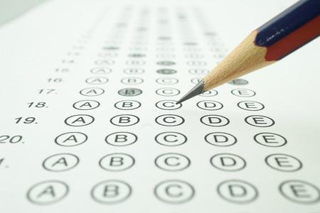 교육 개념에 대 한 응답 시트 및 연필