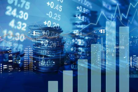 Dubbele belichting van de grafiek en rijen van munten voor de financiën en het bankwezen begrip