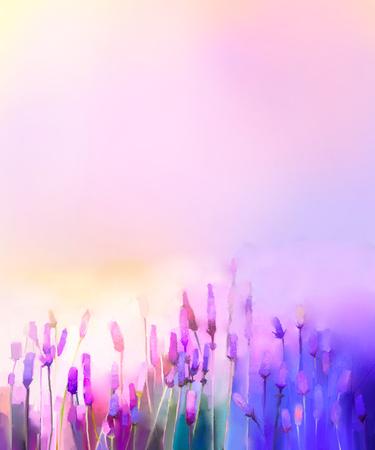 Olieverfschilderij violette lavendelbloemen in de weiden. Abstracte olieverfschilderijzonneschijn bij bloemgebied in zachte purpere kleur en onduidelijk beeldstijl Stockfoto