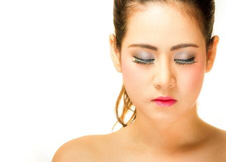 Schönes Mädchen schließen ihre Augen auf weißem Hintergrund Standard-Bild - 34237777