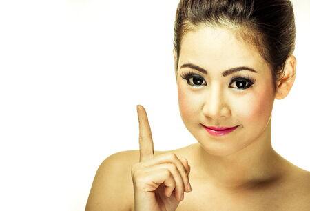 Schöne Mädchen lächelt und zeigt Finger Standard-Bild - 34237780