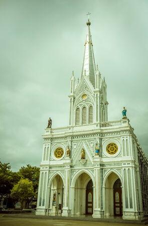Die Kirche sieht schön aus und Eleganz Standard-Bild - 35015511