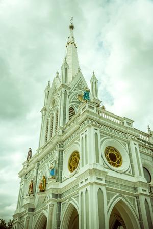 Kirche sah in Nachmittag friedlich Standard-Bild - 35301356