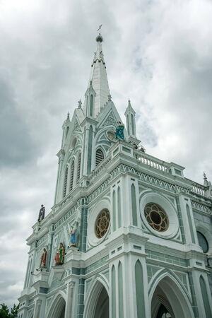 Kirche sah in Nachmittag friedlich Standard-Bild - 35566819