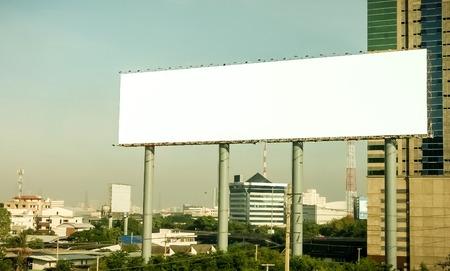 Werbesäulen an der Autobahn Standard-Bild - 36075473