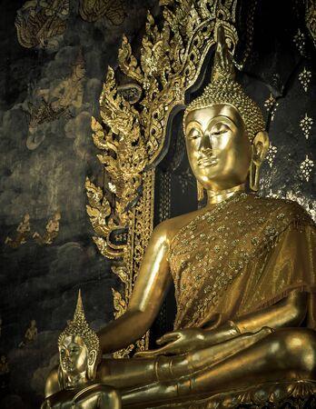 Buddha-Statue in der Kirche sah ruhig Standard-Bild - 37103720