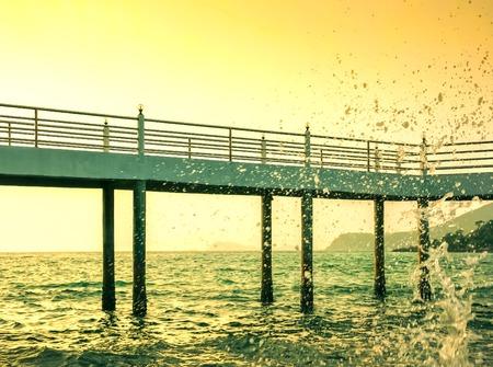 Cement bridge extending into the sea, Overlooking the beautiful splash in the evening Standard-Bild