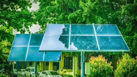 Berall nutzen Menschen Solarzellen Standard-Bild - 61314836