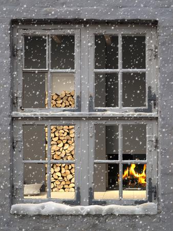 camino natale: FITTIZIA Rendering 3D di interno caldo accogliente visto attraverso una vecchia finestra, mentre la neve se