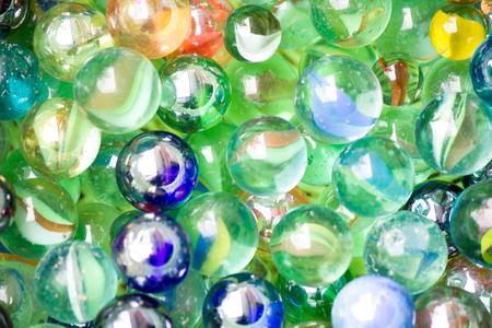 Farbige Glaskugeln als Hintergrund