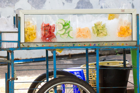 Fresh Fruit Servings. Fruit food in bags ready to eat 免版税图像
