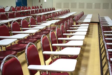 ordelijk: Stoelen voor studenten Boards werden op een ordelijke manier geplaatst