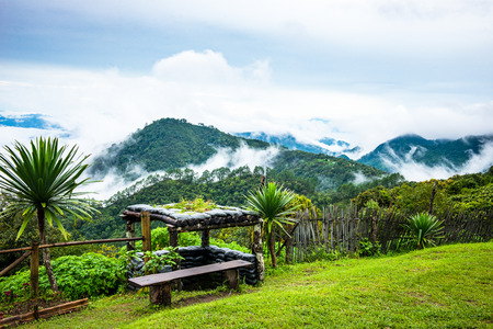 Bunkers and sea fog Doi Ang Khang, Chiang Mai, Thailands highest mountain. Banque d'images