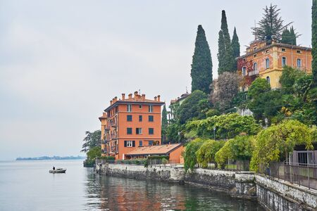 Scenic view of authentic Italian buildings on Como lake coastline in mid-autumn Stock fotó