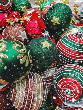 Full frame of various Christmas tree decorations background. Christmas ball pattern texture 스톡 콘텐츠