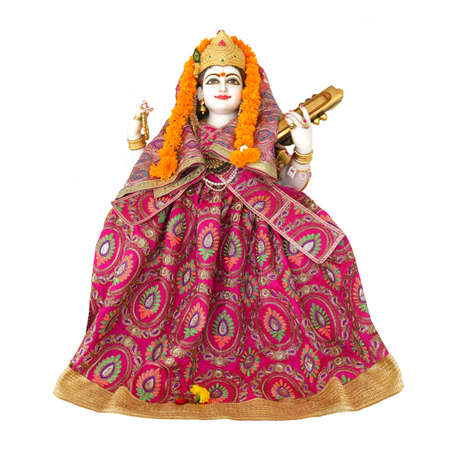 Saraswati goddess statue isolated on white background. Saraswati is the Hindu goddess of knowledge, music, art, wisdom, and learning. Banque d'images