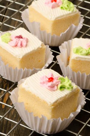 rack arrangement: Vanilla cream cake arranged on the rack, delicious dessert