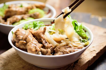 Eating rice noodles soup with stewed chicken wing and feet Zdjęcie Seryjne