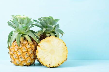 Half pineapple on pastel background, tropical fruit Zdjęcie Seryjne
