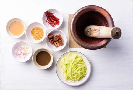 Thai food cooking, spicy green mango salad (Tum Ma Muang) pounding in mortar 版權商用圖片