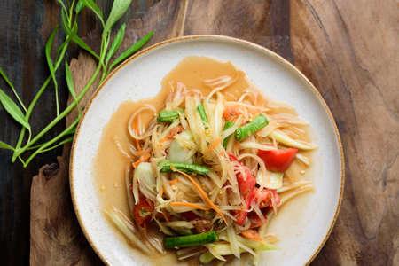 Thai food, Spicy papaya salad (Som Tum) on wooden table, Top view Zdjęcie Seryjne