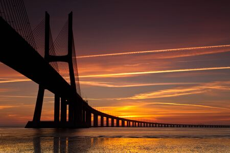 best way: The best way to pass from Lisbon to south is through vasco da gama bridge