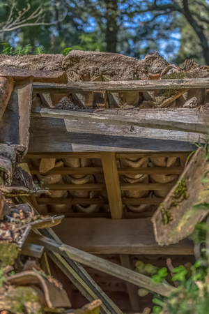 Detailed view of old roof house, with wooden structure and ceramic tiles 版權商用圖片