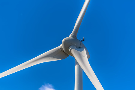 Detailed close up view of a wind turbines; generator, rotor and blade view on blue sky background Banco de Imagens