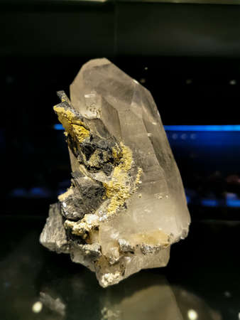 View of quartz mineral with wolframite, originating in Portugal, milky quartz crystal associated with wolframite 版權商用圖片