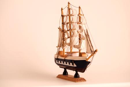 Wooden sailing ship toy model. Banque d'images