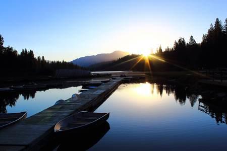 sunrise at hume lake 写真素材