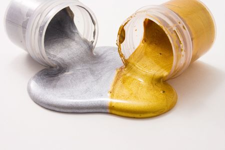liquid gold: Silver and gold colors spilled from the jars and mixed