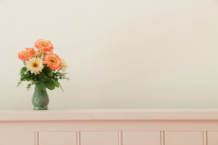 drawing room: Flower bouquet on headboard.