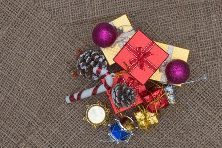 cajas navide�as: Fondo de Navidad con decoraci�n festiva. Foto de archivo