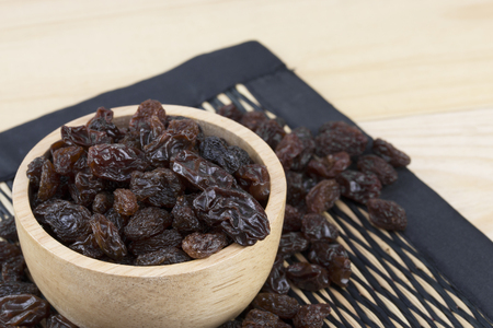 raisins in bowl on table.