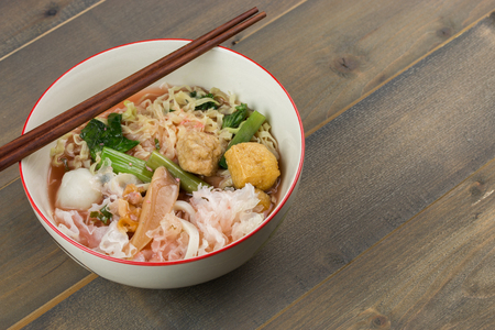 noodle in bowl on wooden table. Stockfoto
