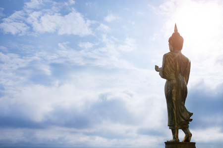 Golden Buddha statue standing at Wat Phra That Khao Noi, Nan Province, Thailand Stockfoto
