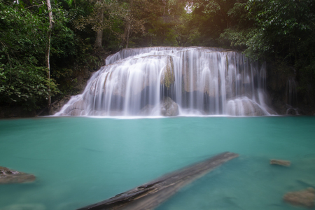 Beautiful waterfall - Erawan waterfall at Erawan National Park in Kanchanaburi, Thailand. Stockfoto - 119505238