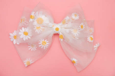 Beautiful hair bow for girls. Fashion accessory for girls hair on pink background. Stockfoto